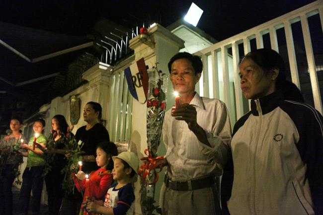 Người Hà Nội cầu nguyện cho Paris - 5