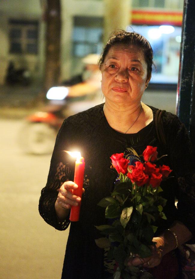 Người Hà Nội cầu nguyện cho Paris - 6