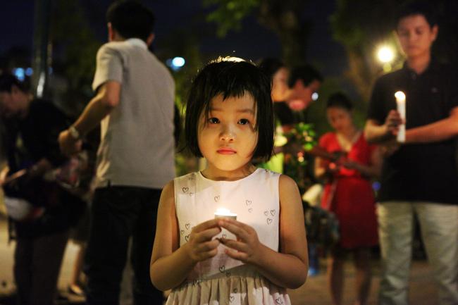 Người Hà Nội cầu nguyện cho Paris - 7