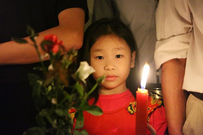 Người Hà Nội cầu nguyện cho Paris - 8