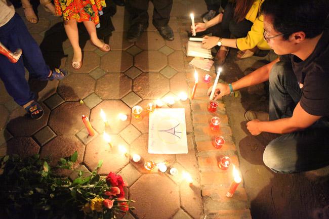 Người Hà Nội cầu nguyện cho Paris - 9