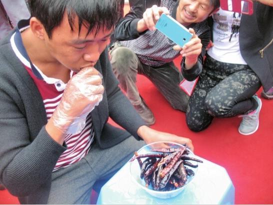 """""""Vã mồ hôi"""" xem cuộc thi ăn ớt giỏi nhất Trung Quốc - 2"""