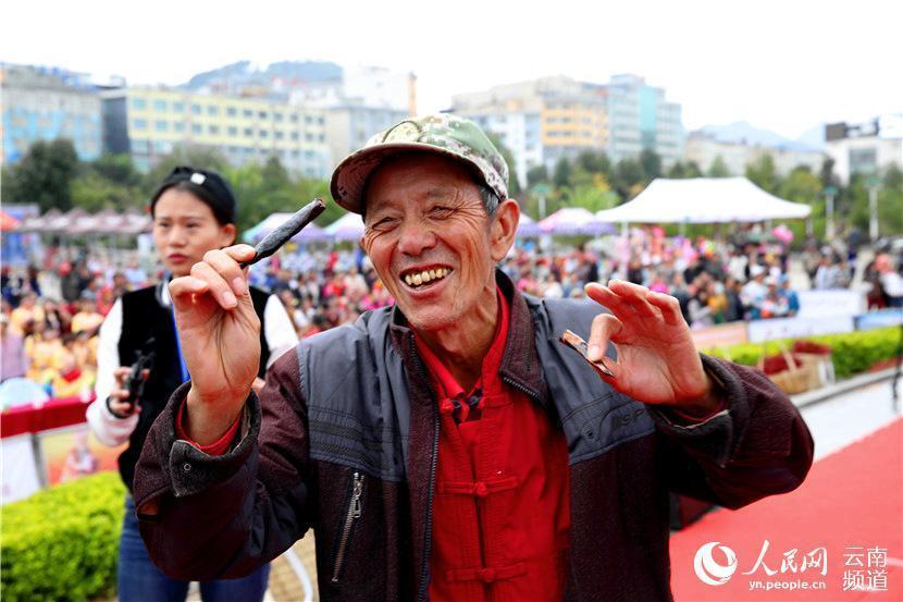 """""""Vã mồ hôi"""" xem cuộc thi ăn ớt giỏi nhất Trung Quốc - 4"""