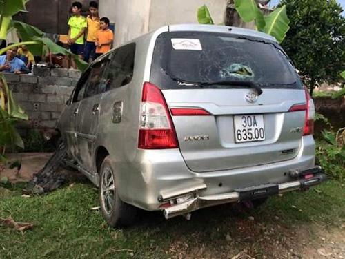 Hà Nội: Innova bỏ chạy, tông liên tiếp 6 xe máy - 1