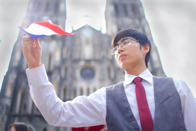 Sinh viên Thủ đô chụp ảnh kỷ yếu cầu nguyện cho Paris - 6