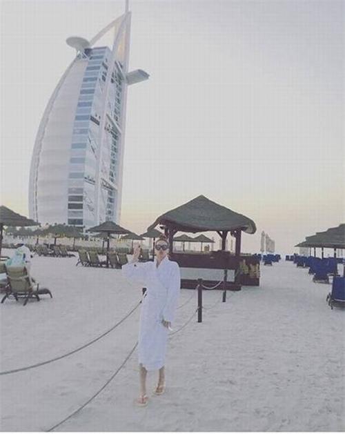 """Sao Việt khoe ảnh """"ăn chơi sang chảnh"""" tại xứ sở Dubai - 1"""