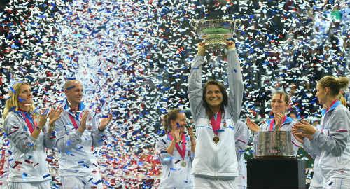 Tennis 24/7: Sharapova vỡ mộng trên đất Séc - 1