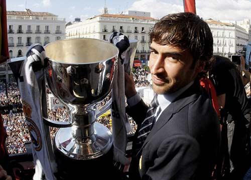 """Raul hạ màn sự nghiệp: """"Chúa nhẫn"""" đăng quang - 8"""