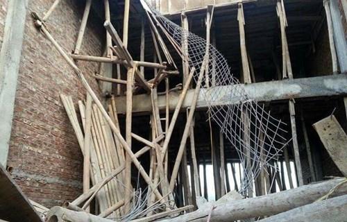 Hà Nội: Sập nhà khi đổ mái bê-tông, 6 người thương vong - 1