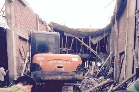 Hà Nội: Sập nhà khi đổ mái bê-tông, 6 người thương vong - 2