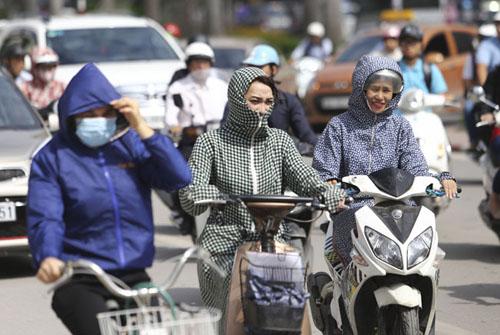 Người Hà Nội nhăn mặt vì nắng nóng ngày đầu đông - 2