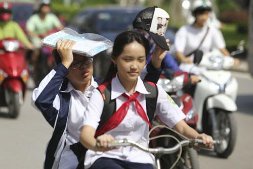 Người Hà Nội nhăn mặt vì nắng nóng ngày đầu đông - 5