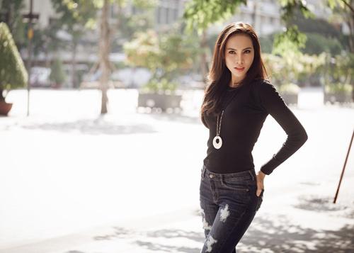 Lệ Quyên lên đường tham gia Hoa hậu Siêu Quốc gia - 4