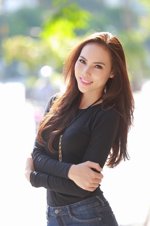 Lệ Quyên lên đường tham gia Hoa hậu Siêu Quốc gia - 1