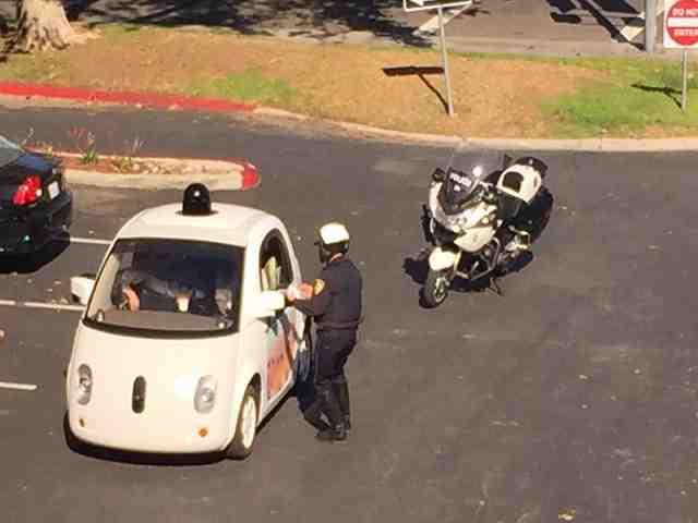 Xe tự lái của Google bị tuýt còi vì... tốc độ quá chậm - 1
