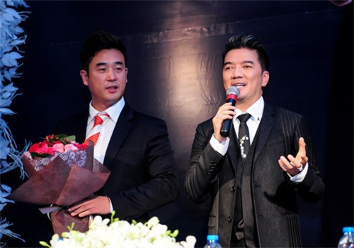 Mr. Đàm nhận giải Nghệ sỹ Châu Á xuất sắc nhất 2015 - 1