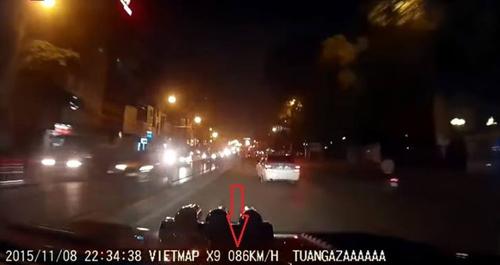 """Vụ """"taxi điên"""" trên cầu vượt Thái Hà: Nếu ô tô Ford Ranger chạy 86km/h sẽ bị xử lý - 2"""