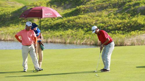 """Golf: Sôi động cuộc đua """"săn"""" giải Hole in One - 1"""