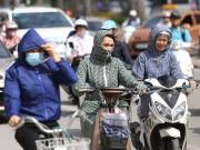 Tin tức Việt Nam - Người Hà Nội nhăn mặt vì nắng nóng ngày đầu đông
