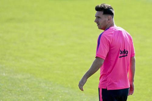 Messi tập buổi đầu tiên, CR7 luyện công một mình - 1