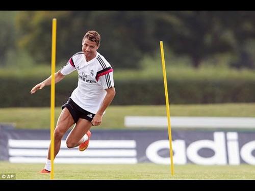 Messi tập buổi đầu tiên, CR7 luyện công một mình - 2