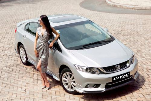 Trai tài, gái sắc cuốn hút bên Honda Civic Modulo - 6