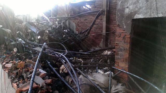 TPHCM: Xưởng dệt bốc cháy, 5 người thương vong - 2