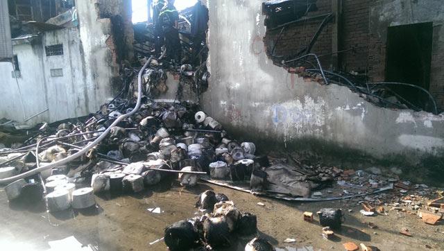 TPHCM: Xưởng dệt bốc cháy, 5 người thương vong - 4