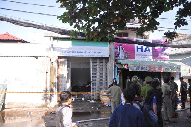TPHCM: Xưởng dệt bốc cháy, 5 người thương vong - 5