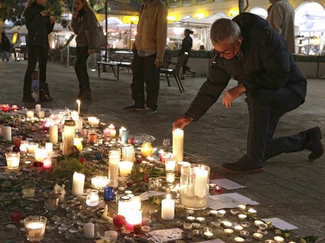 Cha kẻ đánh bom tự sát ở Paris từng tới Syria can con - 1