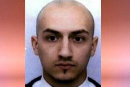 Cha kẻ đánh bom tự sát ở Paris từng tới Syria can con - 2