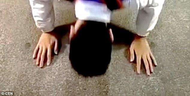 Clip học sinh quỳ xin lỗi khiến cô giáo bị chỉ trích - 3