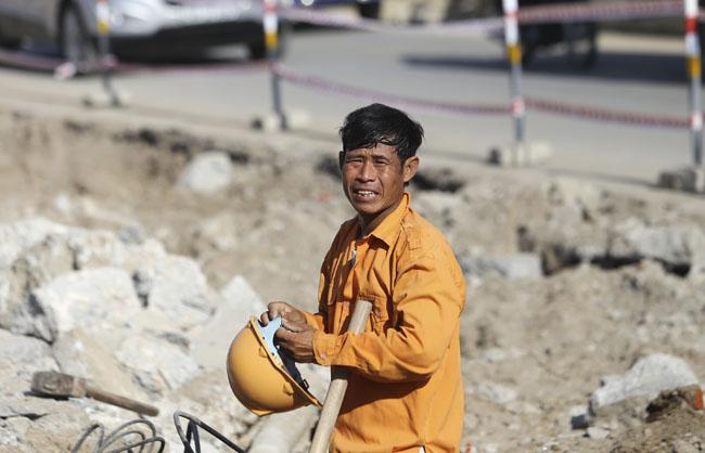 Ảnh: Dân HN trốn nắng gần 38 độ C bất thường đầu đông - 10