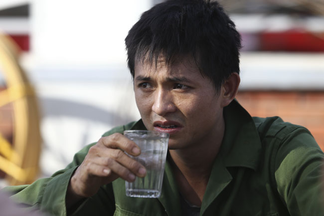 Ảnh: Dân HN trốn nắng gần 38 độ C bất thường đầu đông - 12