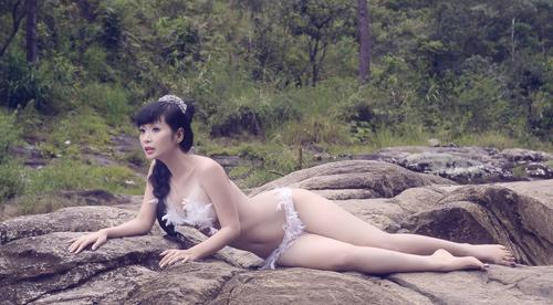 """Lê Kiều Như gợi cảm với """"nội y thiên thần"""" - 4"""