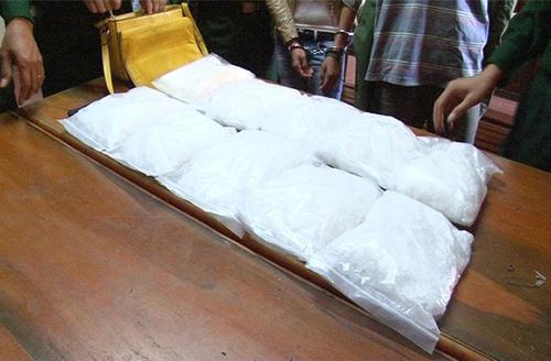 Chặn 10kg ma túy đá tuồn vào Việt Nam - 2