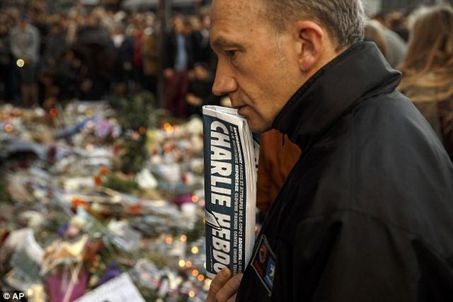 Charlie Hebdo vẽ tranh biếm đầu tiên sau vụ khủng bố Pháp - 2