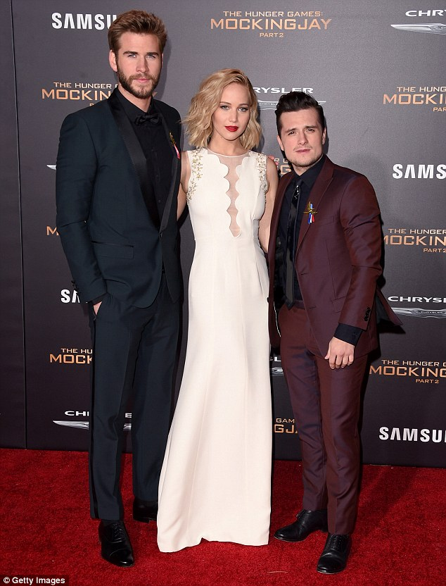 """Đả nữ """"Hunger Games"""" phóng khoáng trên thảm đỏ lễ ra mắt - 6"""