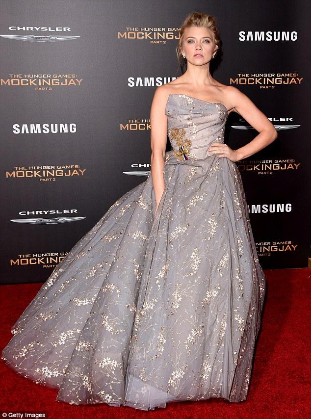 """Đả nữ """"Hunger Games"""" phóng khoáng trên thảm đỏ lễ ra mắt - 7"""