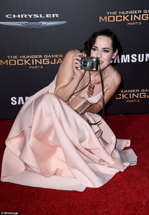 """Đả nữ """"Hunger Games"""" phóng khoáng trên thảm đỏ lễ ra mắt - 9"""