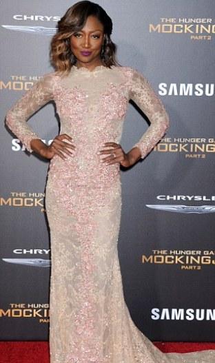 """Đả nữ """"Hunger Games"""" phóng khoáng trên thảm đỏ lễ ra mắt - 14"""