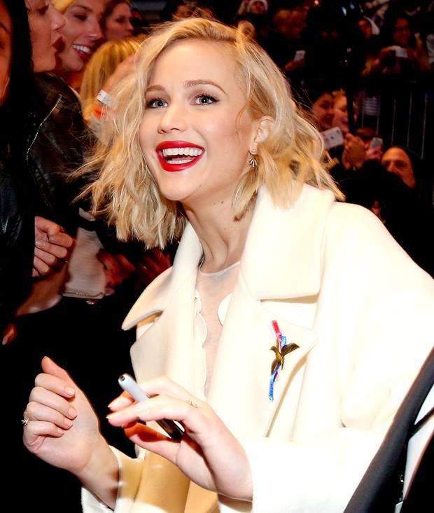 """Đả nữ """"Hunger Games"""" phóng khoáng trên thảm đỏ lễ ra mắt - 2"""