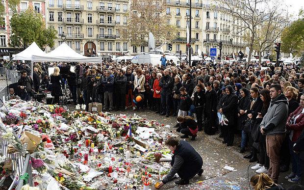 Khủng bố ở Paris: Cha con gốc Việt khiến nhiều người bật khóc - 4