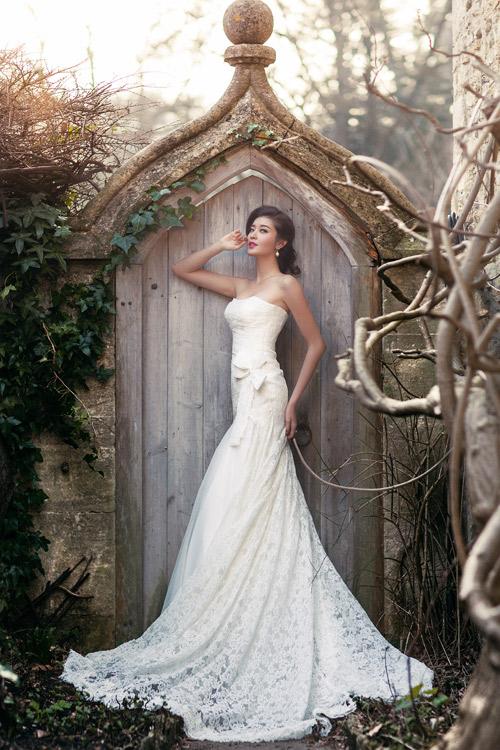 Á hậu Huyền My gợi cảm với váy cưới ở trời Tây - 9