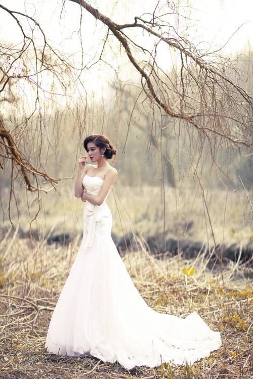 Á hậu Huyền My gợi cảm với váy cưới ở trời Tây - 8