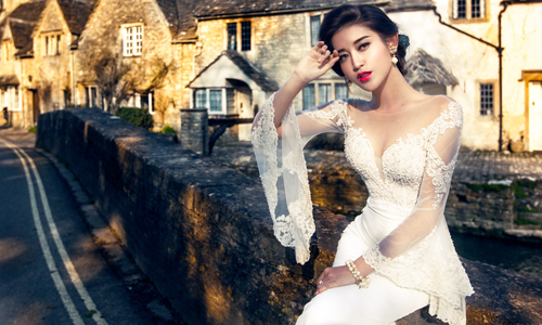 Á hậu Huyền My gợi cảm với váy cưới ở trời Tây - 3