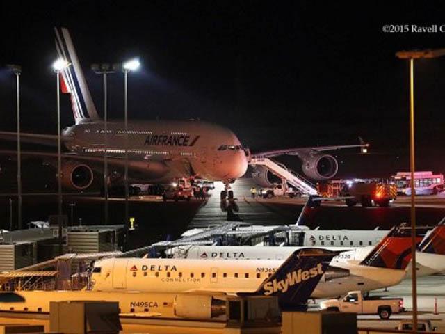 2 máy bay Pháp hạ cánh khẩn cấp vì bị đe dọa đánh bom - 1