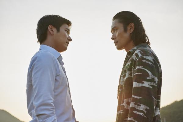 Sau scandal nhạy cảm, Lee Byung Hun lột xác với phim 19+ - 2