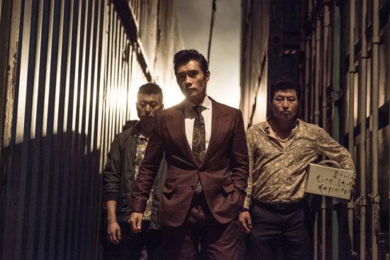 Sau scandal nhạy cảm, Lee Byung Hun lột xác với phim 19+ - 1