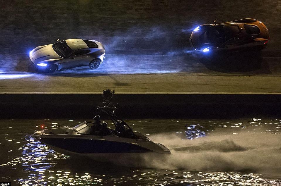 """Bật mí về dàn siêu xe """"thuần Anh quốc"""" trong phim 007 - 4"""